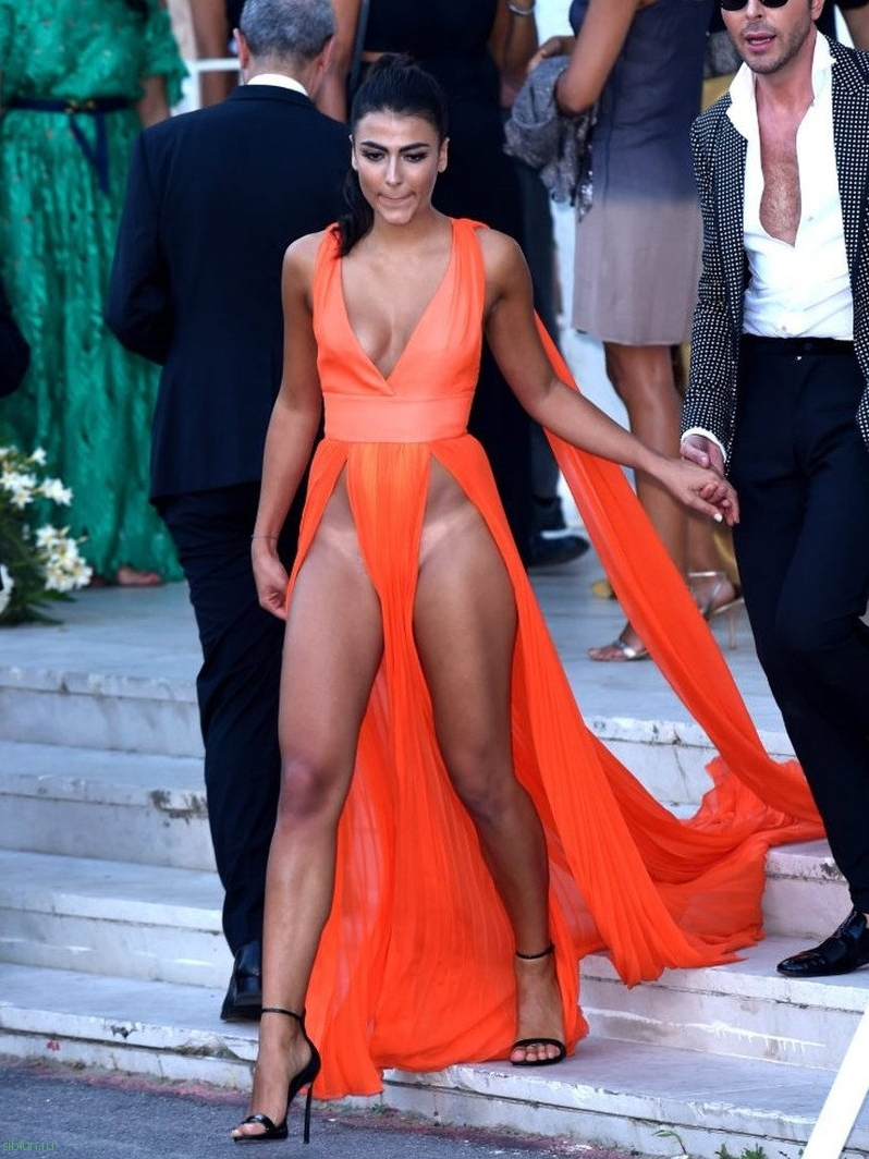 Madrid Fashion Week: Models suffer wardrobe malfunction during Malfunction dresses in a fashion show